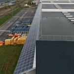 Parasol fotovoltaico, protección a la intemperie y producción de energía solar