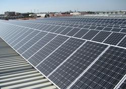 Ártica XXI instala placas solares fotovoltaicas en tres naves logísticas