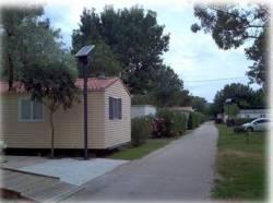 Camping iluminado con Farolas Solares
