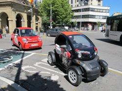 Los ciudadanos de Pamplona ya pueden conducir coches eléctricos con la tarjeta ciudadana