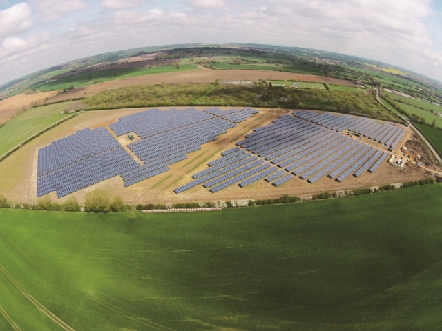 ET Solar Connects 5MWp PV Plant in UK for Lightsource Renewable