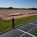 Se instalan las placas solares de la primera planta fotovoltaica de autoconsumo colectivo que se construye en Sevilla sin primas ni subvenciones