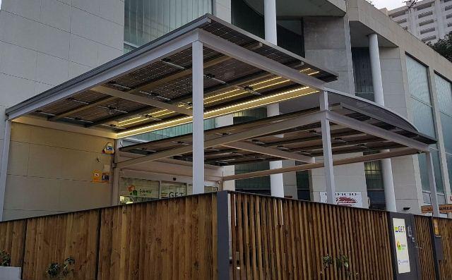 Cubierta Solar presenta su nueva oficina sostenible con una pérgola fotovoltaica que reduce el gasto en consumo eléctrico en un  46%