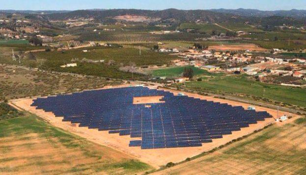 Som Energia pone en funcionamiento una planta solar que generará la electricidad de 1.370 hogares