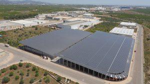 Se reinician las obras de la nave con instalación fotovoltaica que albergará el nuevo centro logístico de la empresa cerámica Iberoclays