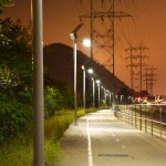Las farolas solares de Carmanah iluminan una ruta en bicicleta de Los Ángeles