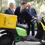 CORREOS incorpora a su flota 100 motos eléctricas Scutum
